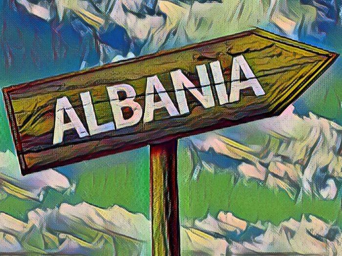 Указатель с надписью Албания